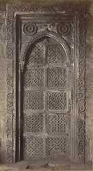 Close view of carved stone door in the colonnade of the Rani Hajira or Tombs of the Queens, Ahmadabad